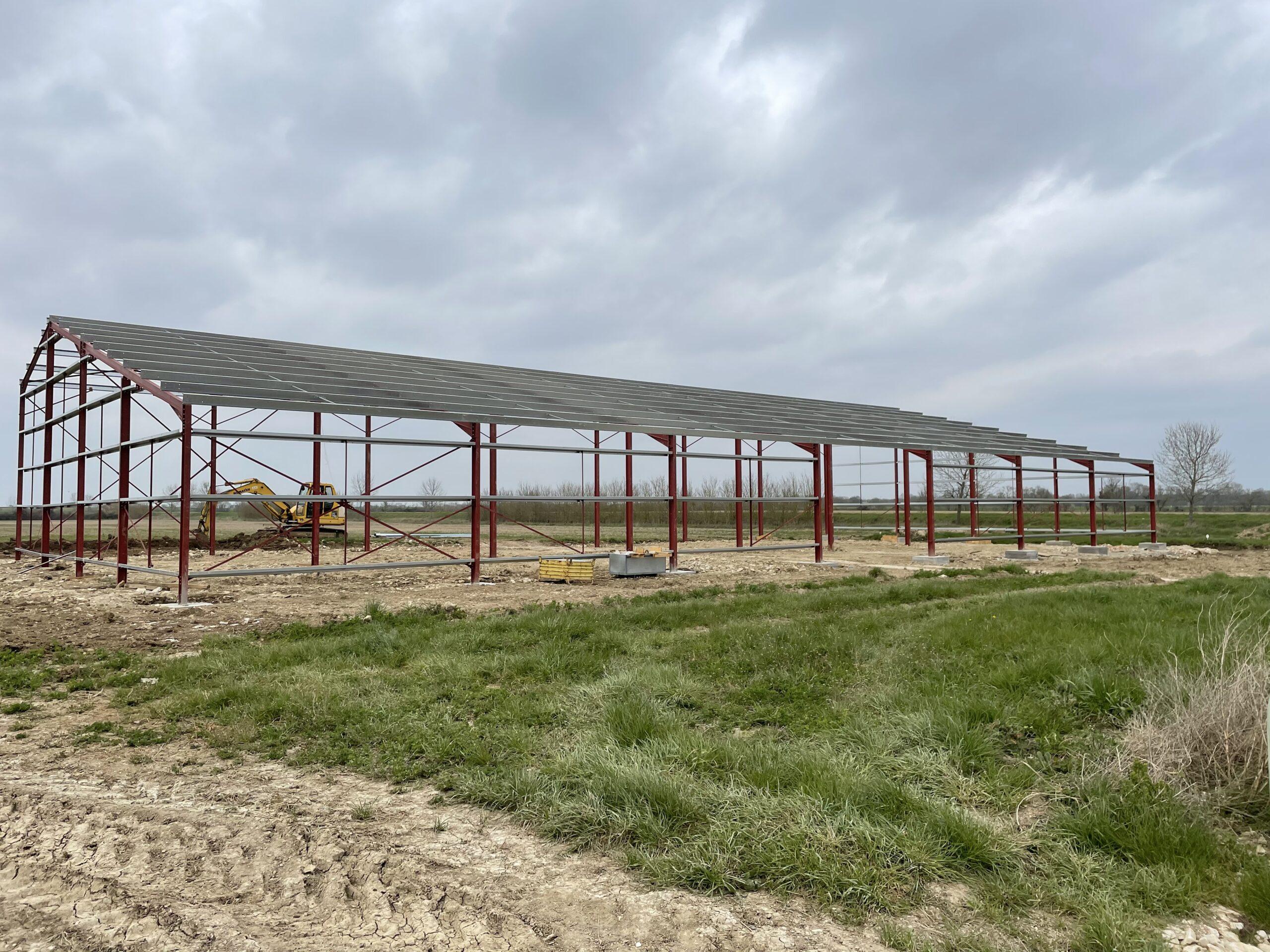 Armature d'un hangar en construction