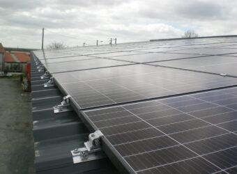 Centrale solaire dans la ville Ciré d'Aunis